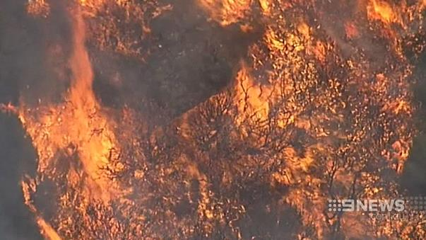 Strong winds cause uncontained Blue Mountains bushfire to flare up again http://www.9news.com.au/National/2015/08/02/03/45/Firies-keep-watch-at-Blue-Mountains-blaze