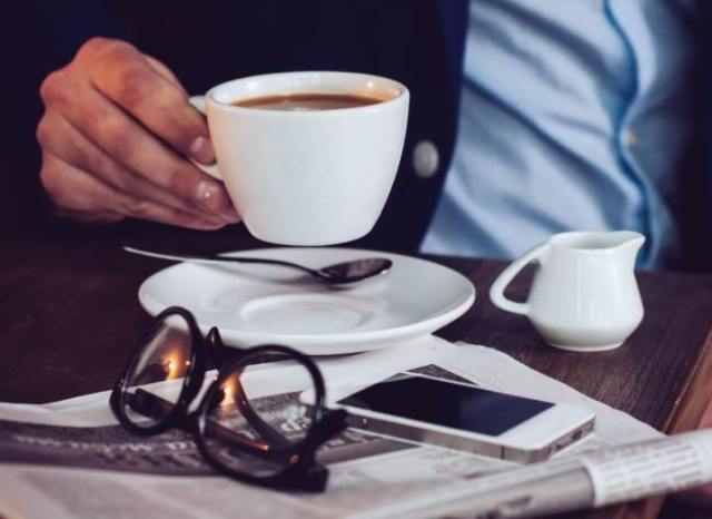 Facebook-Notify-newspaper-and-coffee-718x523
