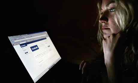 Woman-looking-at-Facebook-007